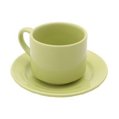 Taza de té con plato verde manzana