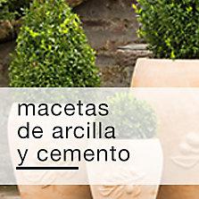 Macetas de arcilla y cemento
