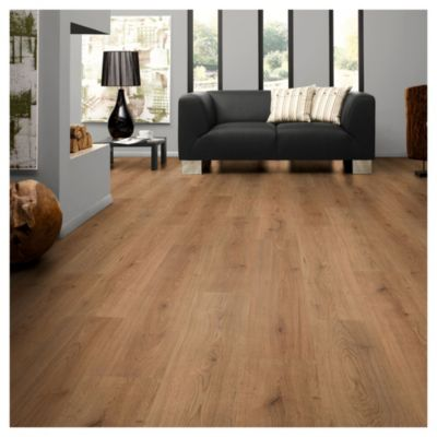 Piso flotante 8 mm Oak marrón claro 2.13  m2